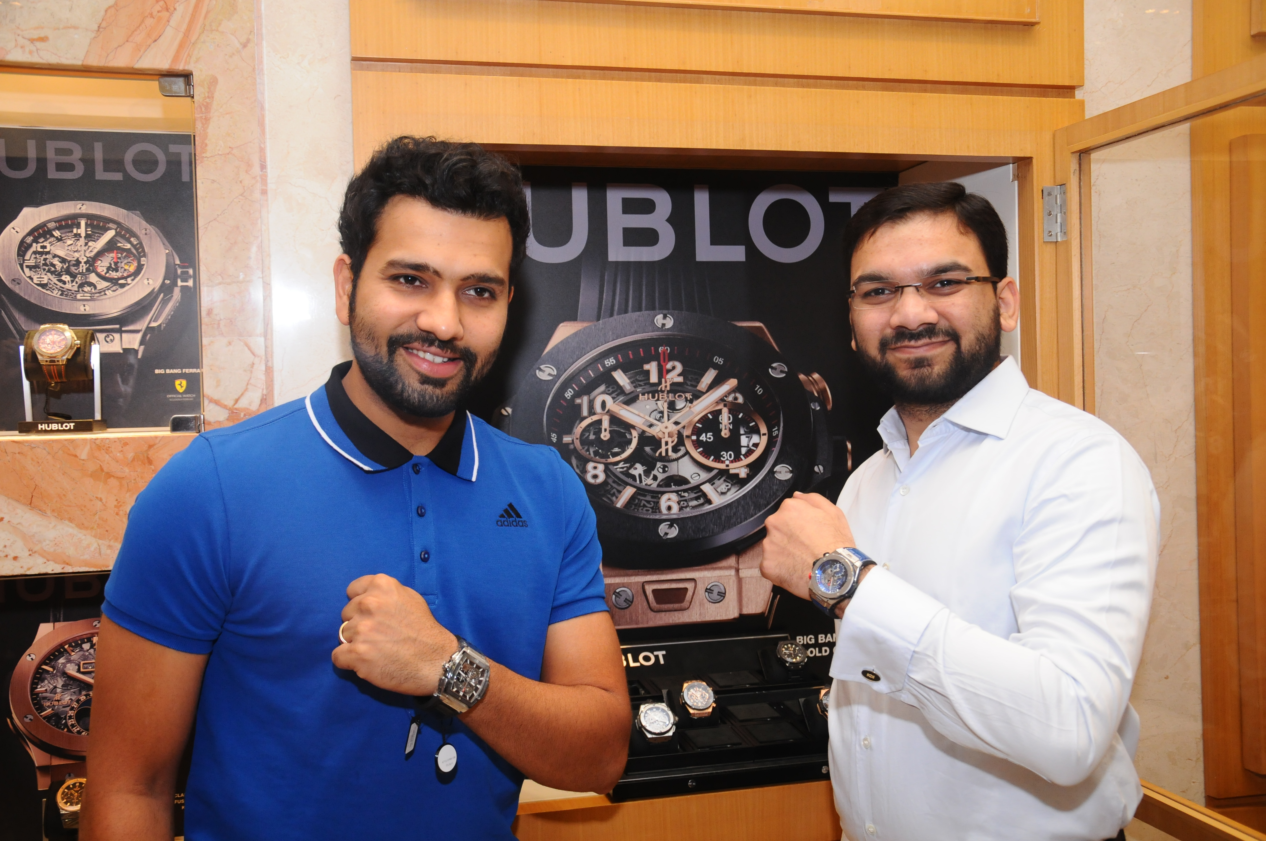 Cricketer Rohit Sharma (R) with Sharjeel Khan (L), Director, Zimson displaying the Classic Fusion Aerofusion Chronograph edition dedicated to cricket (3)