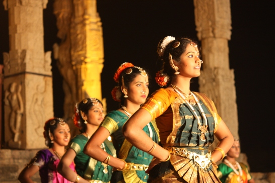 Thanjavur,_Brihadishwara_Temple,_dance_(6851706080)